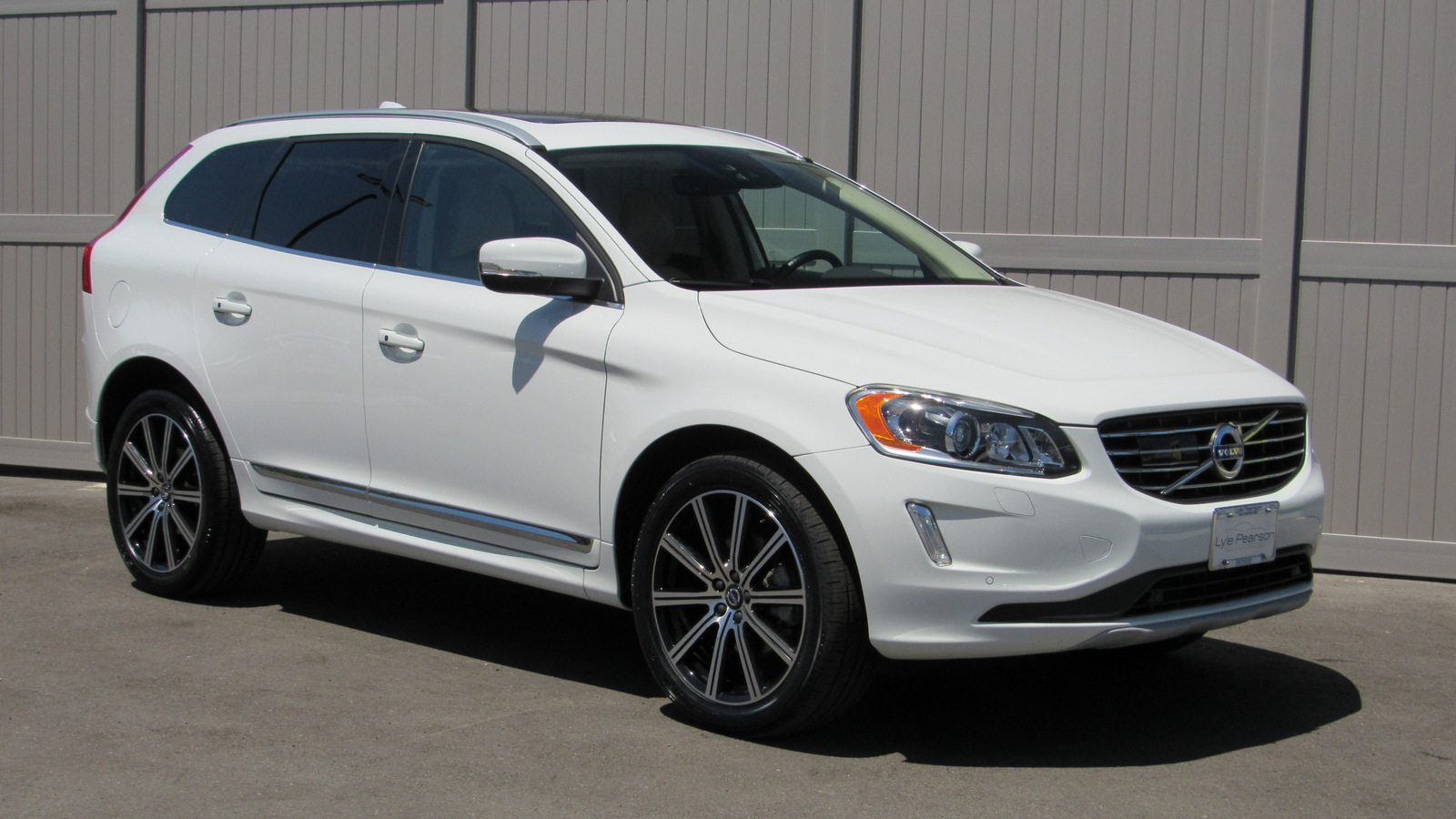 Pre-Owned 2016 Volvo XC60 AWD 4dr T6 Drive-E Platinum